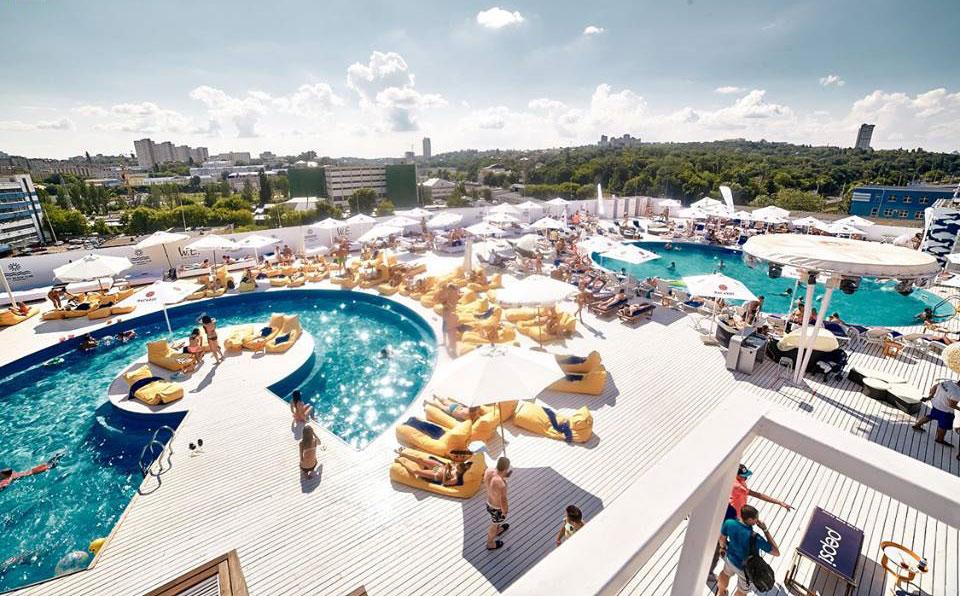 Водно-развлекательные процедуры: рестораны Киева и области с бассейнами