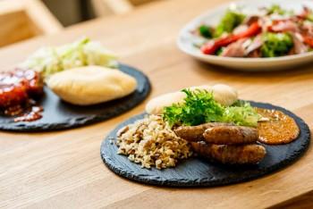 Вкусная заправка: сеть ОККО презентовала новые рестораны A la minute и Pasta Mia